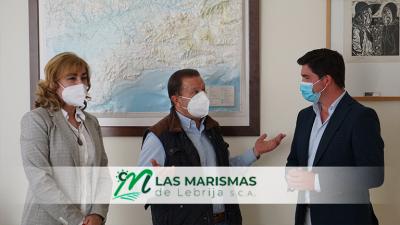 Enrique Moreno, diputado de Ciudadanos, junto al presidente de Las Marismas de Lebrija SCA, Juan Sánchez Vargas, en su visita a la cooperativa.