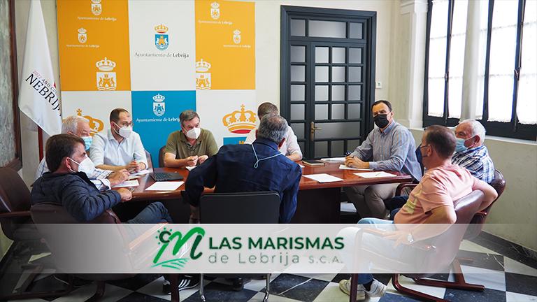 Reunión del alcalde de Lebrija y cooperativa Las Marismas en el Ayuntamiento con diversos agentes del sector agrario del Sector B-XII.